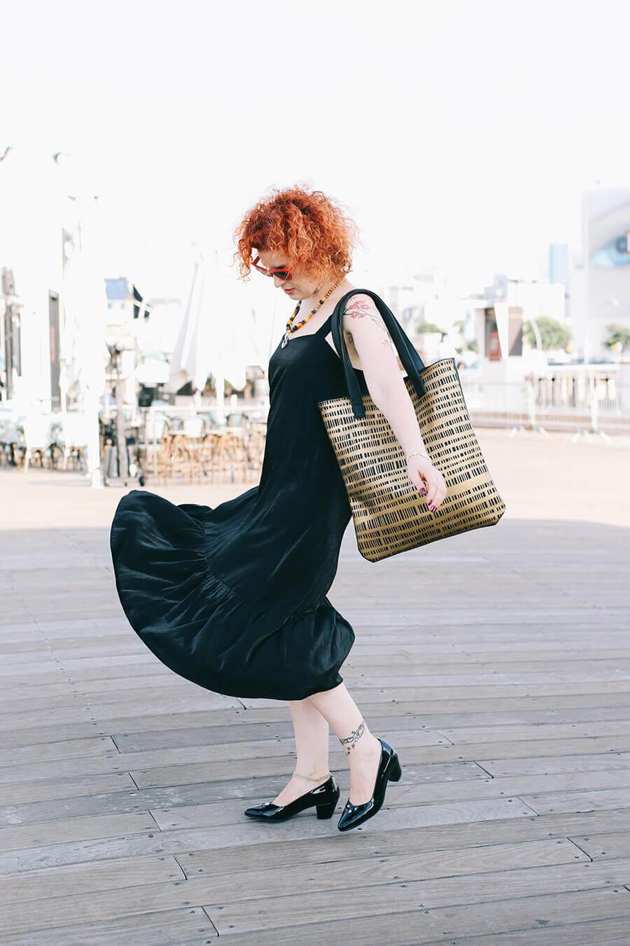 אופנה נגישה וטבעונית – כשחרוזי העץ של סרינה פגשו את התיקים הטבעוניים של UNALALA