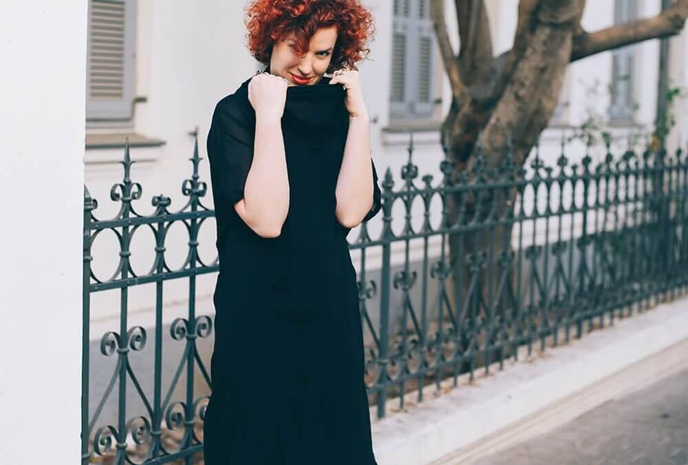 שמלת שיפון שחורה של KARIN A