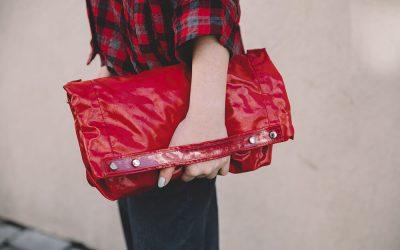 תיק אדום במתנה של דניאלה להבי